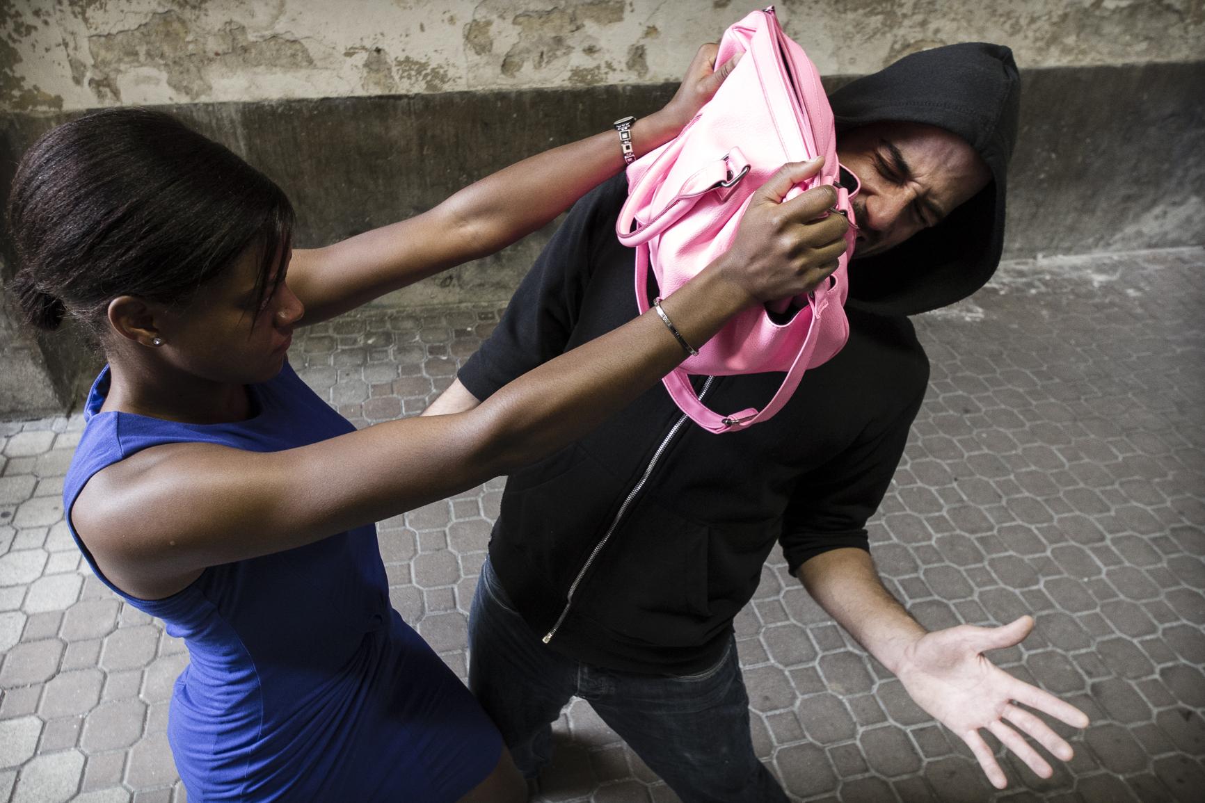 se défendre dans la rue femme